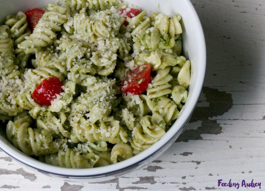 spinach pesto pasta (nut-free) www.redkitchenette.com