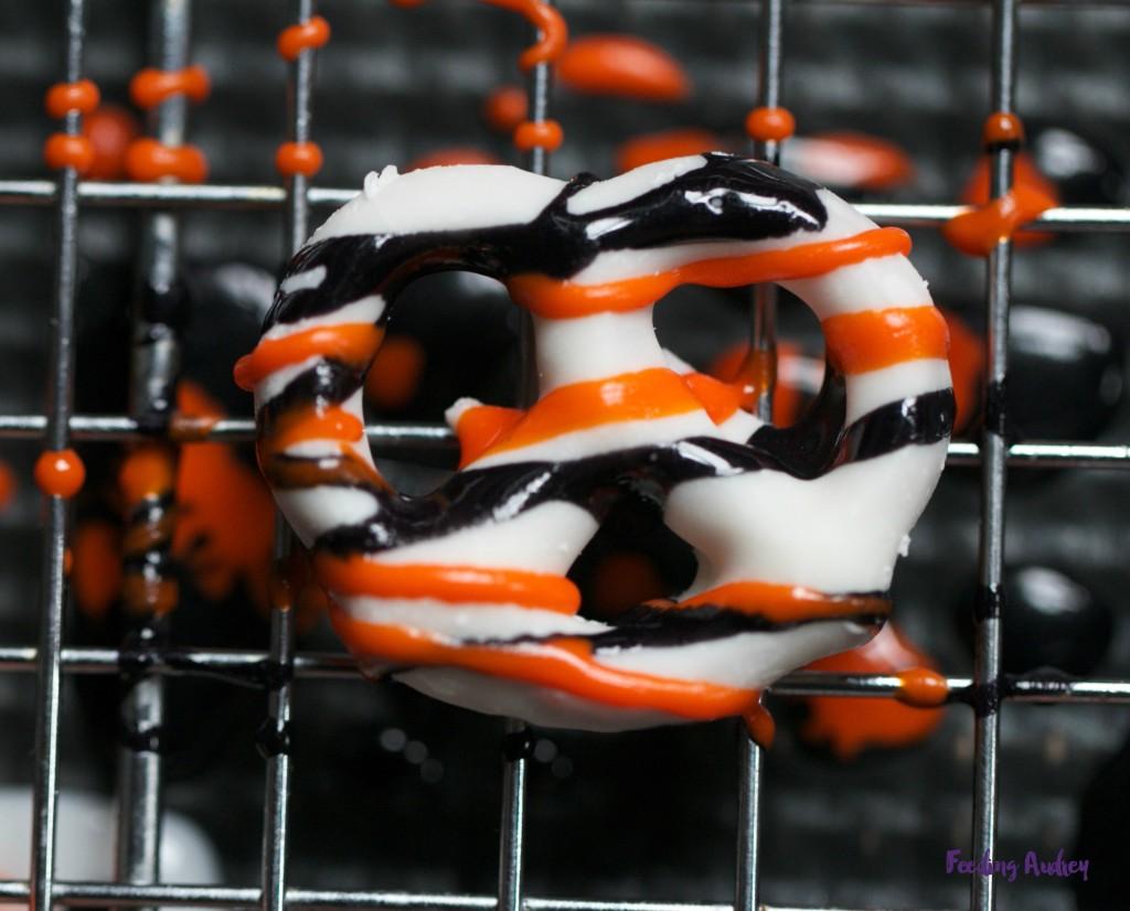 spooky pretzels www.redkitchenette.com