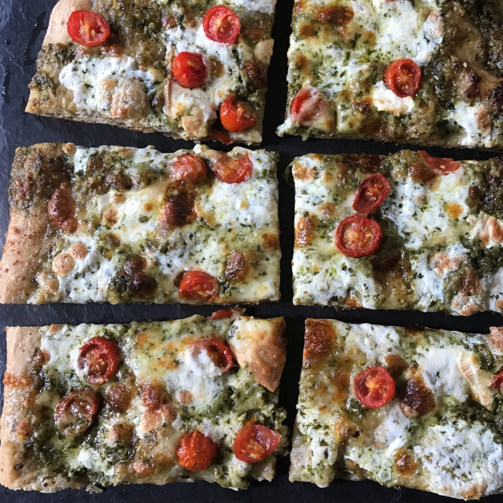 whole-wheat spinach pesto pizza www.redkitchenette.com