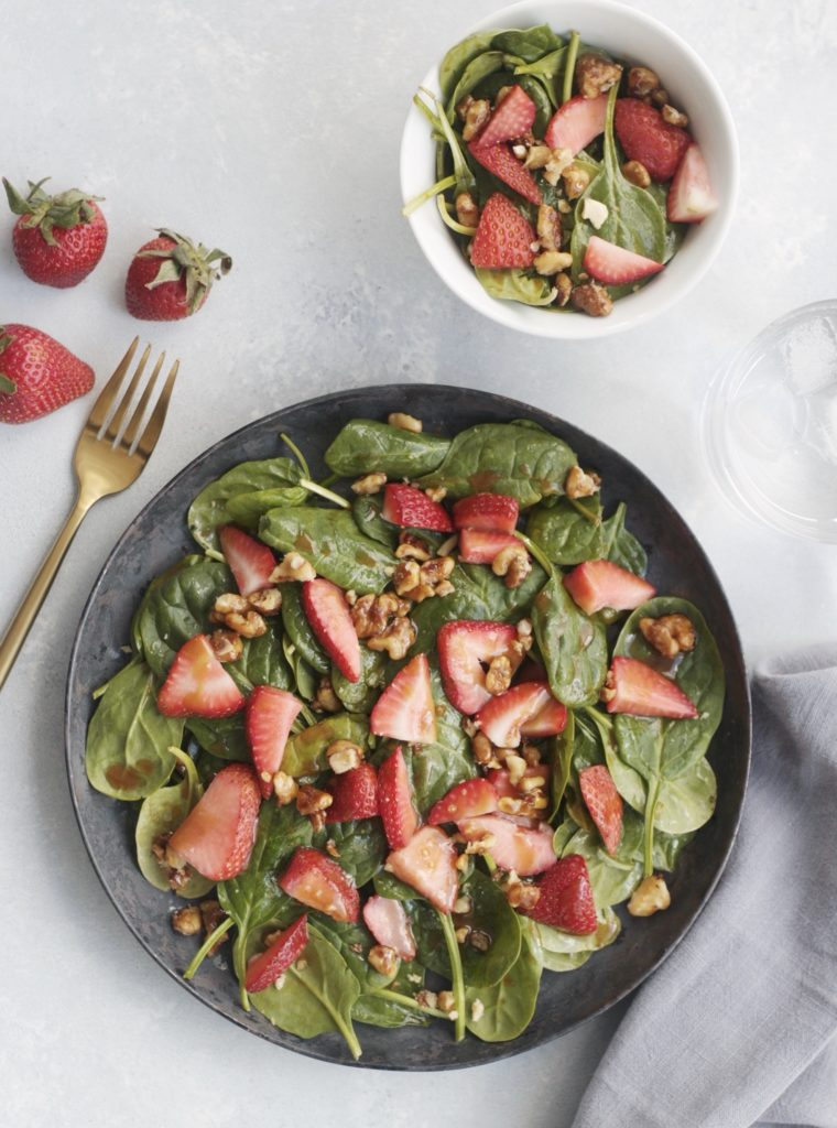 Spinach & Strawberry Salad www.redkitchenette.com